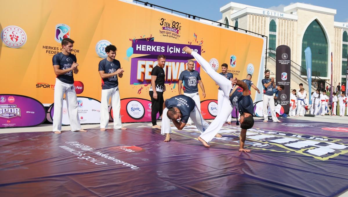 HERKES İÇİN SPOR FESTİVALİNDE CAPOEIRA COŞKUSU